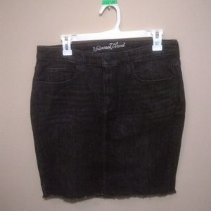 NWT Woman's Black Universal Thread skirt